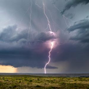 Blitzeinschlag als Symbol für eine Wahlanfechtung