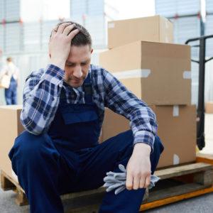Arbeitnehmer macht Überstunden (Symbolbild).