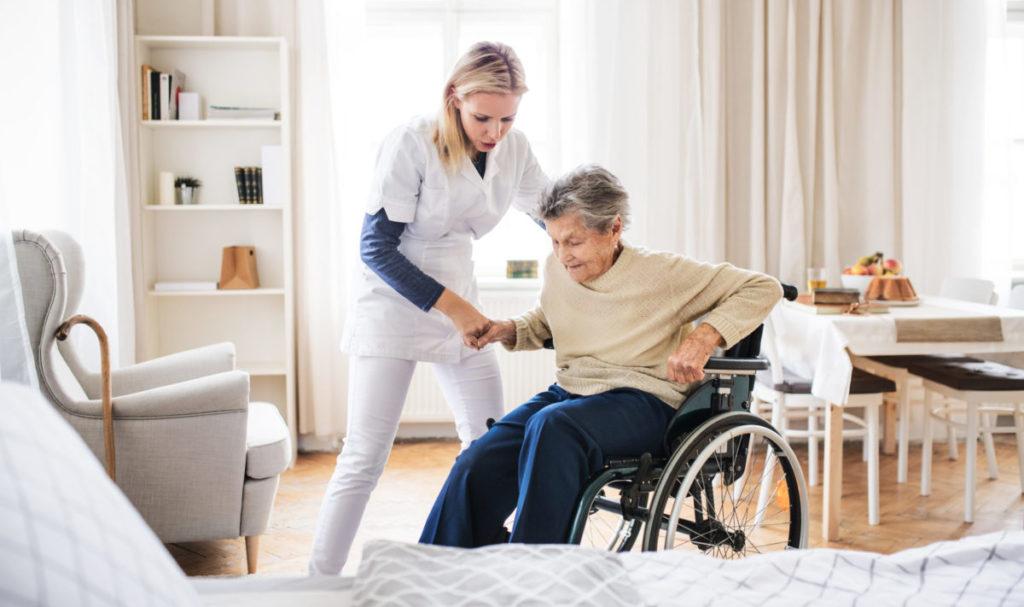 Altenpflegerin im Einsatz