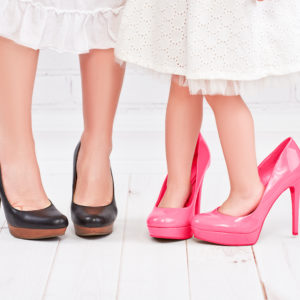 Zwei verschiedene Paar Schuhe