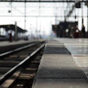 Leerer Bahnsteig.